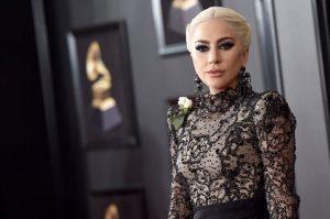 Lady Gaga Costretta ad Evacuare - I Fuochi della California Continuano Implacabili.