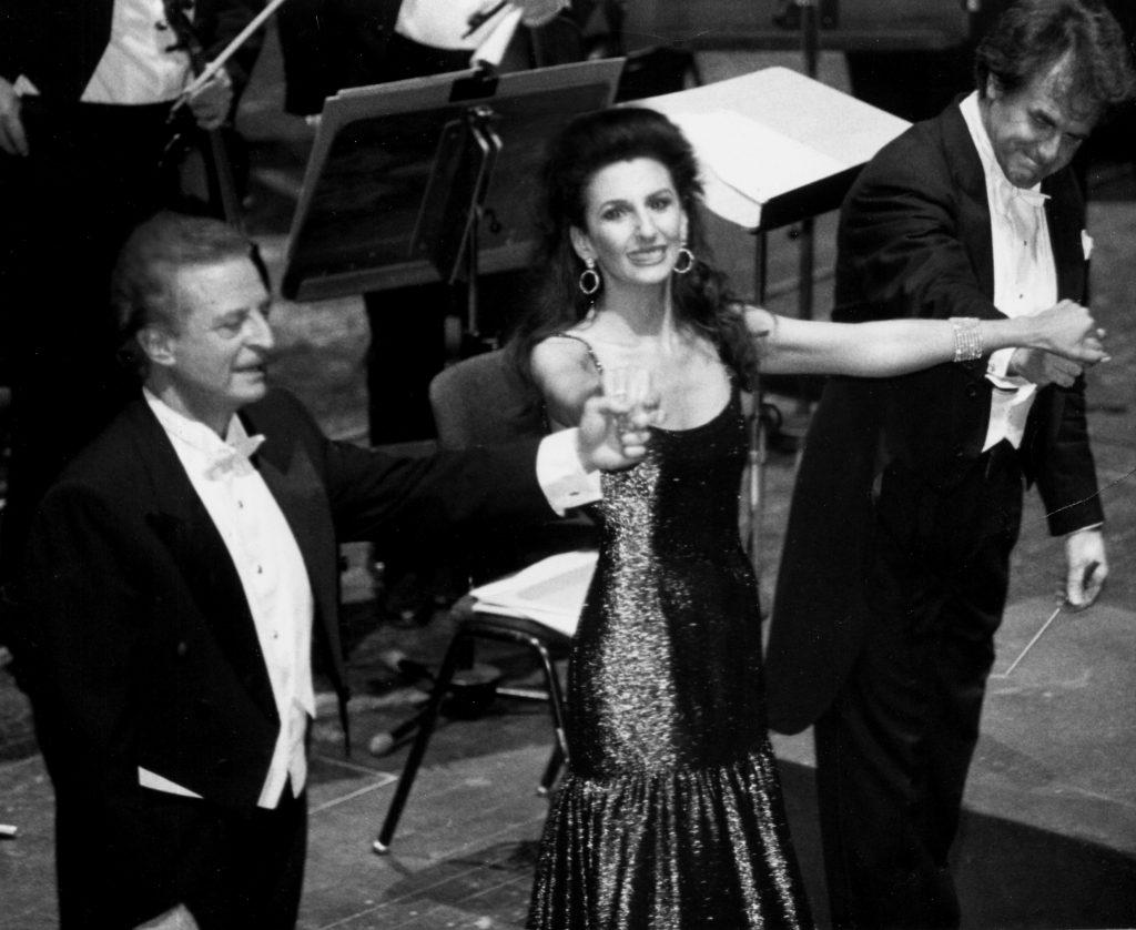 Lucia Aliberti con il tenore Alfredo Kraus e il direttore Luis Garcia Navarro durante un Concerto alla Deutsche Oper di Berlino